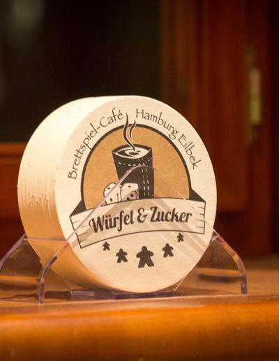 Bierdeckel-mit-Würfel-und-Zucker-Aufdruck_kleiner